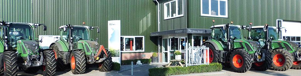 Fendt-500-voor-gebouw-Holland-Utrecht-achtergrond